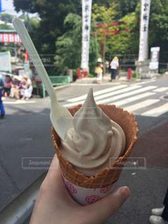 来宮神社前でソフトクリームの写真・画像素材[864308]
