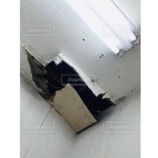 穴の開いた天井の写真・画像素材[3489287]