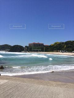 海の横にある砂浜のビーチ - No.868103