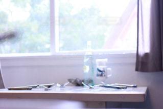 大きな窓とテーブルの写真・画像素材[865581]