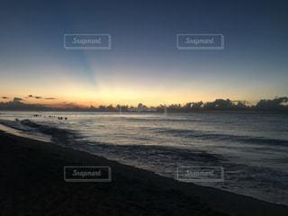 沈む夕日の写真・画像素材[865076]