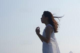 ビーチで立つの写真・画像素材[866514]