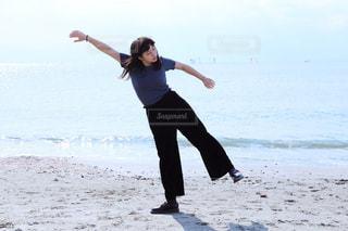 砂浜で踊るイザドラダンカンの写真・画像素材[868288]