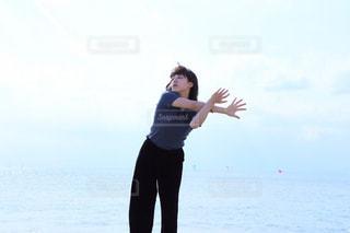 砂浜で踊るイザドラダンカンの写真・画像素材[868289]