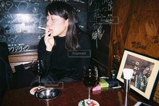 煙草を吸う人の写真・画像素材[868779]