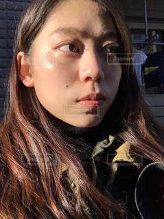 近くの女性のアップの写真・画像素材[917481]