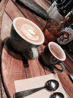 テーブルの上のコーヒー カップ - No.866110