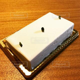 テーブルの上のケーキの一部の写真・画像素材[1035643]