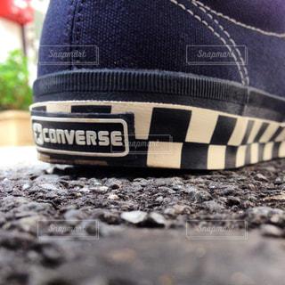 近くにいくつかの靴のアップの写真・画像素材[866771]