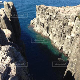 岩の横にある水します。の写真・画像素材[866776]