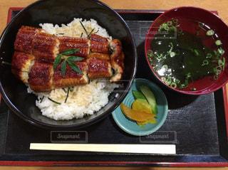 うな丼とお吸い物の定食の写真・画像素材[867441]