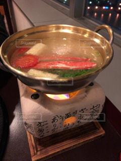 テーブルの上のカニ鍋 - No.932468