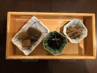 テーブルの上にならぶ前菜の写真・画像素材[1025198]