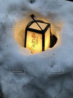 雪の中に埋もれた灯篭 - No.1025206