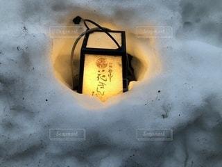 雪の中に埋もれた灯篭(2)の写真・画像素材[1025207]