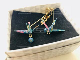 折り鶴のイヤリングの写真・画像素材[1068026]