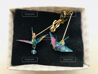 折り鶴のイヤリング(2)の写真・画像素材[1068027]