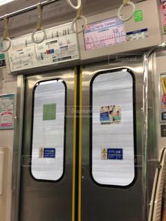 近くに地下鉄の電車の - No.1256377