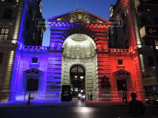 フランス国旗の色にライトアップされた建物の写真・画像素材[867246]