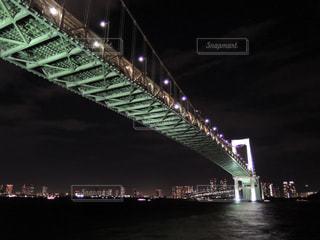 ライトアップされたレインボーブリッジの写真・画像素材[870554]