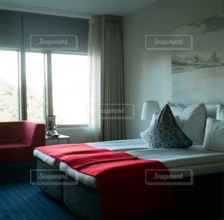 ベッドと窓の部屋 - No.873712