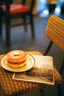 テーブルの上のコーヒー カップ - No.888108