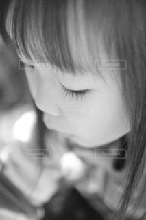 見つめる瞳の写真・画像素材[873733]