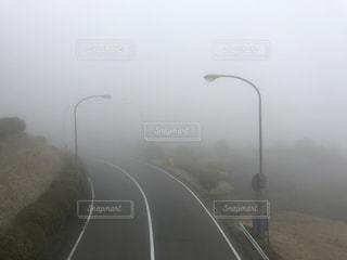 先行きが不安になる道路の写真・画像素材[2116789]