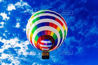 空に大きなバルーンの写真・画像素材[1741719]