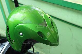 緑のヘルメットの写真・画像素材[2129075]
