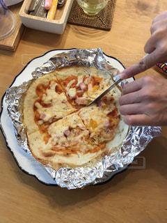 一枚のプレートでピザの写真・画像素材[868979]