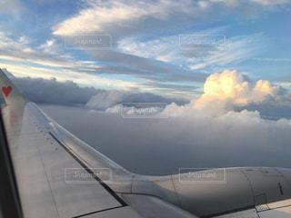 曇りの日に大規模な飛行機の写真・画像素材[869663]