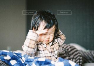寝起きの女の子の写真・画像素材[871319]