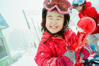 ヘルメットを身に着けている女の子の写真・画像素材[1283119]