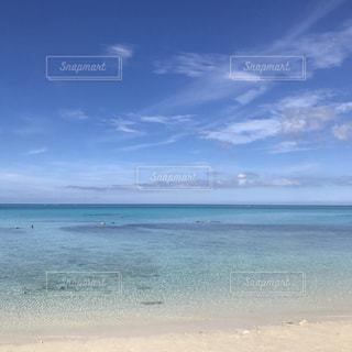 海の横にある砂浜のビーチの写真・画像素材[869646]