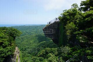 背景の山と木の写真・画像素材[870411]