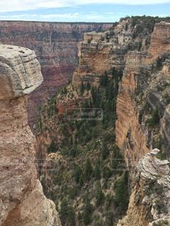 背景の山と渓谷の写真・画像素材[873479]