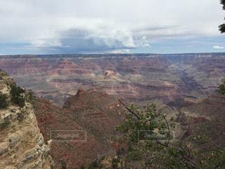 背景の山と渓谷の写真・画像素材[873485]