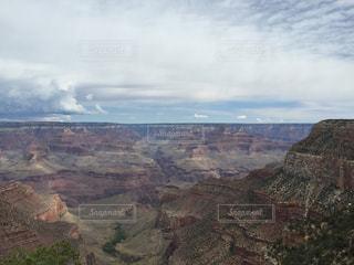 背景の山と渓谷の写真・画像素材[873486]