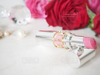 赤白とピンクの花の写真・画像素材[872503]