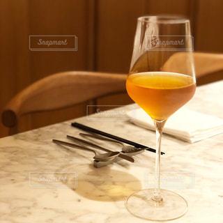 テーブル ワインのグラスの写真・画像素材[1149198]