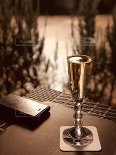 テーブルの上のシャンパングラスの写真・画像素材[1749796]
