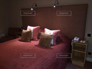 ホテルのベッドルームの写真・画像素材[962173]