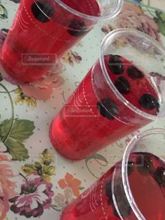 カウンターの上にカップの写真・画像素材[1243336]