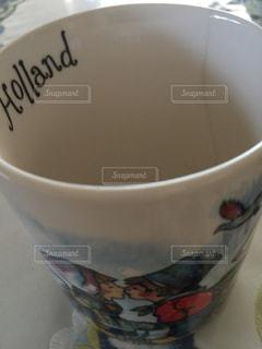 近くにコーヒー カップのアップの写真・画像素材[1270467]
