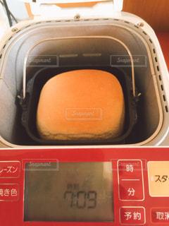 近くにオーブンのアップの写真・画像素材[1325485]