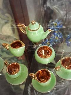 テーブルの上の紅茶のカップの写真・画像素材[1364915]