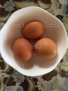プレートの卵の写真・画像素材[1461418]