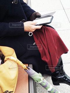 携帯電話で話す人の写真・画像素材[1722206]