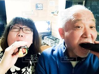 恵方巻を食す夫婦の写真・画像素材[1769080]